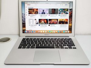 Macbook Air 13inch early 2015 i5 8G Ram 128G SSD 保用3日