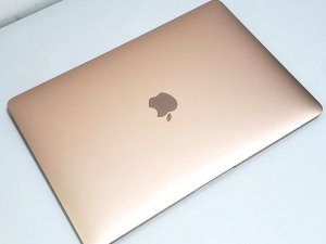 MacBook Air 2018 13″ i5 8G Ram 256G SSD Retina,充電6次 玫瑰金(已售出)