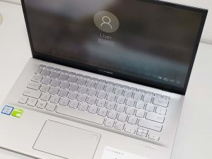 ASUS VivoBook 14″ FHD 輕薄小巧 豐澤單保到22年3月 I5-8265U 8G 256G SSD +1T 獨顯 新淨冇花(已售出)